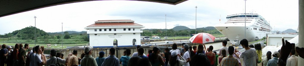 oceana-going-through-miraflores-locks-panorama1