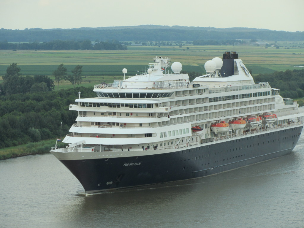 SS-Prinsendam-West-end-Kiel-Canal-Germany-3